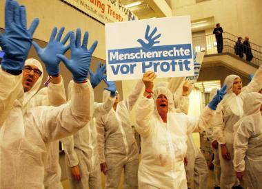 www.attac_.de-kampagnen-menschenrechte-vor-profit-aktionen.jpg