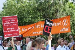 Aktion SPD Parteikongr. CETA.jpg