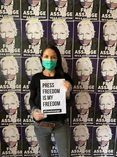 20200725_yellow_ribbon_for_assange.jpg