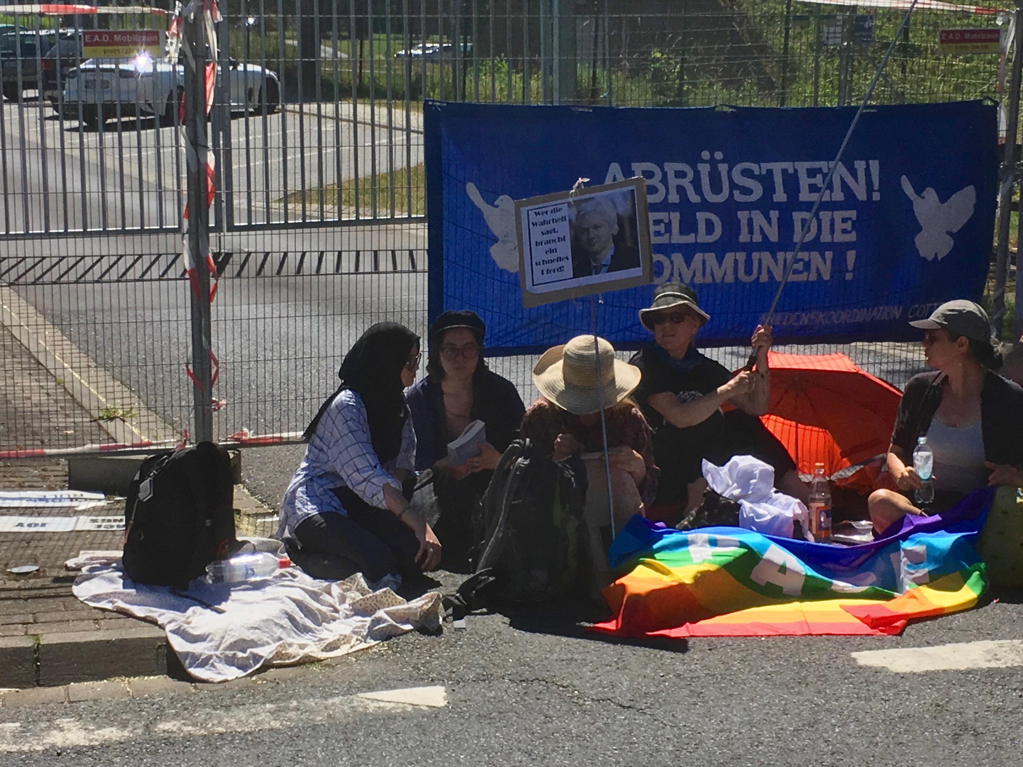 blockade_-_buechel_2019_vor_dem_haupttor.jpg
